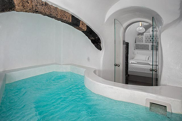 Junior Cave Hot Tub Suite